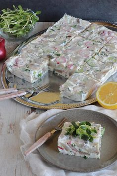 Seafood Dishes, Fresh Rolls, Food And Drink, Salad, Cheese, Snacks, Ethnic Recipes, Hobbies, Party