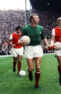 Bob Wilson of Arsenal in Football Art, Arsenal Football, Sport Football, Arsenal Fc, Football Players, Soccer, Football Pictures, Old Boys, Goalkeeper