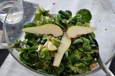 Avilias Menü zum ersten Weihnachtsfeiertag startete mit einem Feldsalat mit Birnen und Walnüssen zur Vorspeise.