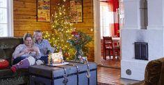 Perheenäiti Jasmiina on todellinen jouluihminen: hän ajatteli joulua, kun taloa remontoitiin. Kaikkien ikkunoiden yläpuolella on pistorasia.