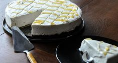 Lemon cheesecake by Greek chef Akis Petretzikis. A fabulous, fluffy lemon cheesecake with a sandwich cookie crust and lemon curd coating everyone will love! Dessert Recipes, Desserts, Cheesecakes, Yummy Cakes, Cooking Time, Camembert Cheese, Tart, Sweet Tooth, Vitamins