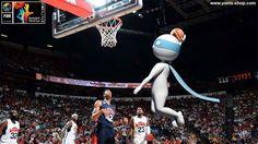 Pour la coupe du monde de Basketball en Espagne, même les américains restent muets d'admiration devant le dunk de Super Yonis ! La France entrera en lice contre le Brésil. Toute l'équipe Yonis-Shop.com est derrière ces Bleus !