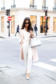 Picture Of chic neutral work outfits to recreate right now 30
