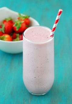 Healthy Strawberry Cheesecake Smoothie - It's absolutely delicious, decadent and comes in at about 18 grams of protein (no powder needed).