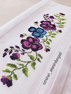 Mini Cross Stitch, Cross Stitch Borders, Cross Stitch Rose, Cross Stitch Flowers, Cross Stitch Designs, Cross Stitch Patterns, Hand Embroidery Patterns, Blackwork, Needlework