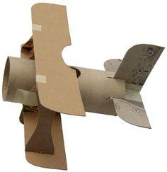 avión con cartón y rollos de papel de vater