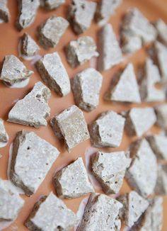 tile pieces on pot Mosaic Planters, Mosaic Vase, Mosaic Flower Pots, Mosaic Diy, Mosaic Crafts, Mosaic Tiles, Mosaics, Flower Pot Crafts, Outdoor Crafts