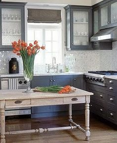 Love the back splash, dark gray cabinets too ... actually all of it