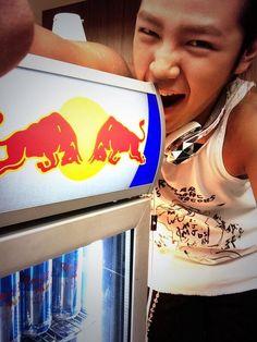 @AsiaPrince_JKS:2013.5.22 Twitter ぎかいしつのなかにごれが!!さすが!!レドブル!!  <きかいしつのなかにこれが!!さすが!!レッドブル!! >