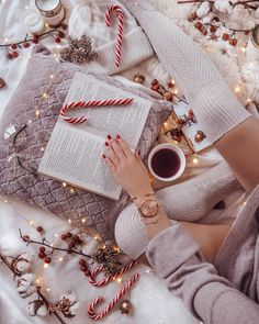 New Merry Christmas Wallpaper Beautiful Seasons Ideas Merry Christmas, Christmas Mood, Christmas Photos, Christmas Flatlay, White Christmas Outfit, Christmas Ideas, Christmas Tumblr, Origami Christmas, Christmas Collage