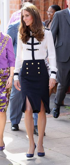 The Duke and Duchess visited Birmingham, Kate wearing Alexander McQueen. Credit: Chris Jackson/Getty Images The Duke and Duchess visited Birmingham, Kate wearing Alexander McQueen. Credit: Chris Jackson/Getty Images - via StyleList Kate Middleton Birthday, Moda Kate Middleton, Style Kate Middleton, Princesse Kate Middleton, Kate Middleton Photos, Style Royal, Royal Look, Nautical Outfits, Nautical Fashion