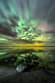 A stunning benefit of traveling north? How about the Aurora Borealis, Bismarck, … A stunning benefit of traveling north? How about the Aurora Borealis, Bismarck, North Dakota // Marshall Lipp Beautiful Sky, Beautiful Landscapes, Beautiful World, Beautiful Models, All Nature, Amazing Nature, Science Nature, Cool Pictures, Cool Photos