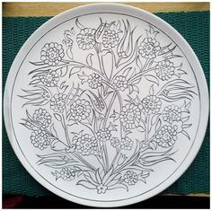 If you are looking for a cheap and creative way to add color and life into your interior, then look no further than ceramic plates. Rather than turning to expensive art pieces and portraits, you ca… Clay Plates, Ceramic Plates, Ceramic Pottery, Stencil Designs, Paint Designs, Mosaic Patterns, Pattern Art, Blue Pottery Jaipur, Expensive Art