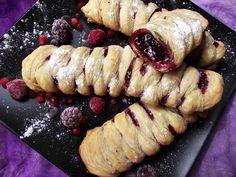 Budinca de chia cu fructe de padure - CAIETUL CU RETETE Pastry And Bakery, Strudel, Sweets Recipes, Something Sweet, Vegan Desserts, Sushi, Sausage, Sweet Tooth, Smoothie