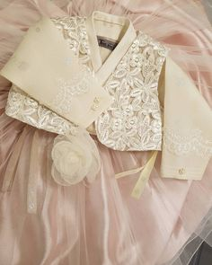 ᆞ ᆞ @thedan_kids #한복더단#더단한복 #아기돌복#돌한복 #드레스한복 #사랑스러운아기 #핑크공주#pink #baby#hanbok #korea#fllower #rosepink #lovely#beautiful #고급스런 #아기한복 #더단키즈 더단키즈는 한복더단의 패밀리 브랜드입니다 많은사랑 부탁드리구요 가격문의는 매장으로 연락주세요