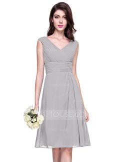 A-Line/Princess V-neck Knee-Length Chiffon Bridesmaid Dress With Ruffle (007068337)