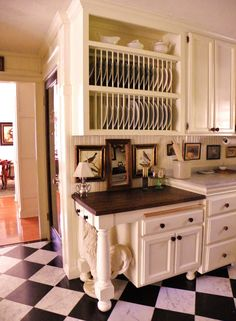 Again, I have nothing but envy for this kitchen.  I love checkered floors in kitchens.