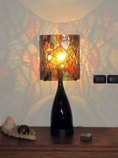 Projeto de uma luminária Tiffany, com base de garrafa, cúpula com vidros importados e pedras brasileiras (ágatas).