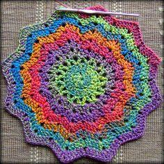 Optimistic Round Ripple hot pad for the kitchen using Bernat Mosaic yarn 'Optimistic' Crochet Stars, Love Crochet, Crochet Motif, Crochet Doilies, Crochet Flowers, Crochet Stitches, Crochet Patterns, Crochet Ripple, Crochet Afghans