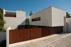 Casa em Aldoar / Topos Atelier De Arquitectura