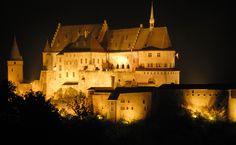 Vianden / Veianen - kasteel Vianden → Hier ben ik onder andere met mijn schoonouders heen geweest. Ik herinner mij nog de ridderzaal, dat Sander zich los wrikte uit de hand van zijn oma en 'los liep' op de (drukke) parkeerplaats.