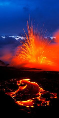 volcano lava kilauea hawaii one of my favorite things in nature Volcan Eruption, Fuerza Natural, Cool Pictures, Cool Photos, Monte Fuji, Dame Nature, Lava Flow, Natural Phenomena, Science And Nature