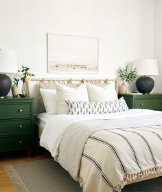 chambre blanche vert sapin intérieur slow life décoration naturelle blog Green Dresser, Large Dresser, Big Dressers, Cushion Headboard, Bed Cushions, Throw Pillows, Grey Headboard, Condo Bedroom, Bedroom Green