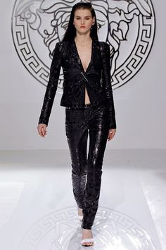 RUNWAY MAGAZINE | RUNWAY REPORT | MILAN FASHION WEEK | VERSACE 2013 | Runway Magazine