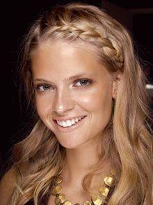 I try this hairstyle all the time, but I can never pull it off..... Wishful thinking, haha.