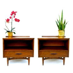 Pair of Broyhill Sculptra Nightstands / Bedside, End, or Side Tables || Mid Century Modern Furniture