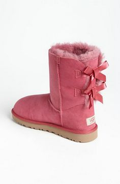 In the autumn and winter days, there is nothing better than Ugg shoes, comfortable and warm. I really like it. And only $39.