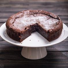 Υγρό κέικ σοκολάτας - madameginger.com
