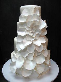 31 Exquisite All-White Wedding Cakes | Weddingomania
