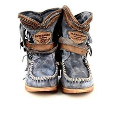 El Vaquero boots - idk why but I kinda want to own a pair Moccasin Boots, Bootie Boots, Shoe Boots, Shoes Sandals, Shoe Bag, Heels, Hot Shoes, Crazy Shoes, Me Too Shoes