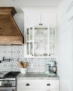 Home Decor Accessories Boho Kitchen, New Kitchen, Kitchen Dining, Kitchen Decor, Kitchen Ideas, Kitchen Styling, Kitchen Inspiration, Kitchen Cabinets And Countertops, Kitchen Flooring