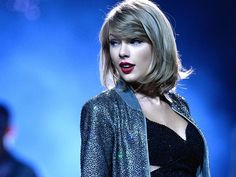 """Taylor Swift interview about """"The 1989 World Tour Live"""" with Zane Lowe on Apple Beat 1 / Taylor Swiftは、Apple Beat 1でオースラリアのコンサート会場で行われたインタビュービデオを公開した。"""