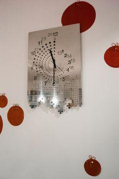 EnHoraBuena wall clock by Dandesign