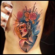Tattoo da @marijunq super artista! Valew a confiança! #victormontaghini #tat2 #tattrx #tattooyousp #tattoofriday #tattooistartmag #tattooyoubrasil #tattoosocietymagazine #inkwars #inkedmag #watercolor #geisha
