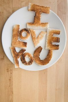 I LOVE YOU toast .. perfect for breakfast :) Y.H