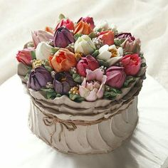 Perfect Blooming Flower Cake to Celebrate Spring by majolicacakes Flores Buttercream, Buttercream Flower Cake, Gorgeous Cakes, Pretty Cakes, Amazing Cakes, Tulip Cake, Floral Cake, Decoration Patisserie, Spring Cake