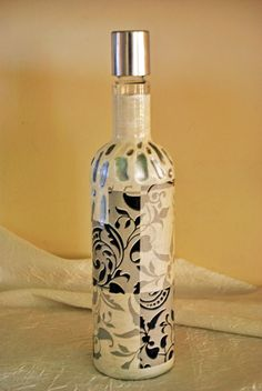 Sticla decorativa (30 LEI la pia792001.breslo.ro) Decorative Bottles, Vodka Bottle, Drinks, Home Decor, Bottles, Decorated Bottles, Drinking, Beverages, Decoration Home