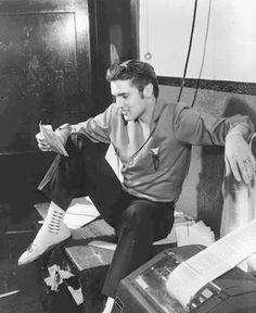 Elvis_8 June 1956-commercial-appeal-memphis_2-m-e11