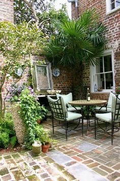 Outdoor seating and dinning
