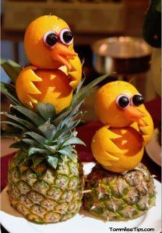 Amazing fruit animals on the Golden Princess - Food Carving Ideas Fruits Deguises, Best Fruits, Fruits And Vegetables, Fruits Basket, Fruit Sculptures, Food Sculpture, Fruit Animals, Vegetable Animals, Fruit Creations