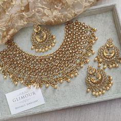 Pakistani Gold Jewelry, Indian Bridal Jewelry Sets, Wedding Jewelry Sets, Jewelry Party, Bridal Jewellery, Antique Jewellery Designs, Gold Jewellery Design, Antique Jewelry, Antique Rings