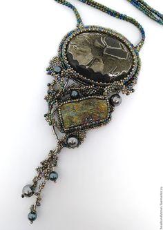 """Купить Кулон """"Отражение звезд"""" - комбинированный, серебряный, стальной, радужный, симбирцитовая жеода, пирит"""