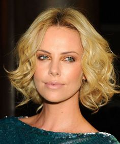 Charlize Theron at the 2010 American Cinematheque Awards. http://beautyeditor.ca/2015/08/28/long-bob-with-long-face