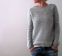 Ravelry Klassischer Strickpullover Mehr - this one's for me….)))))) love it to pieces (esp. the red button on the back ; Knitting Designs, Knitting Stitches, Knitting Projects, Hand Knitting, Diy Pullover, Pinterest Crochet, How To Purl Knit, Pulls, Knitting Patterns