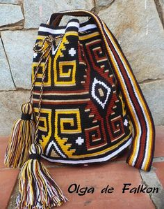 Worki mochilla i wayuu Mochila Crochet, Tapestry Crochet Patterns, Tapestry Bag, Diy Handbag, Boho Bags, Crochet Purses, Knitted Bags, Crochet Fashion, Filet Crochet
