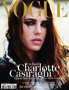 A capa da Vogue francesa de setembro traz a bela neta de Grace Kelly, filha da princesa Caroline de Mônaco, ela se chama Charlotte Casiraghi e herdou a beleza singular e glacial da família.
